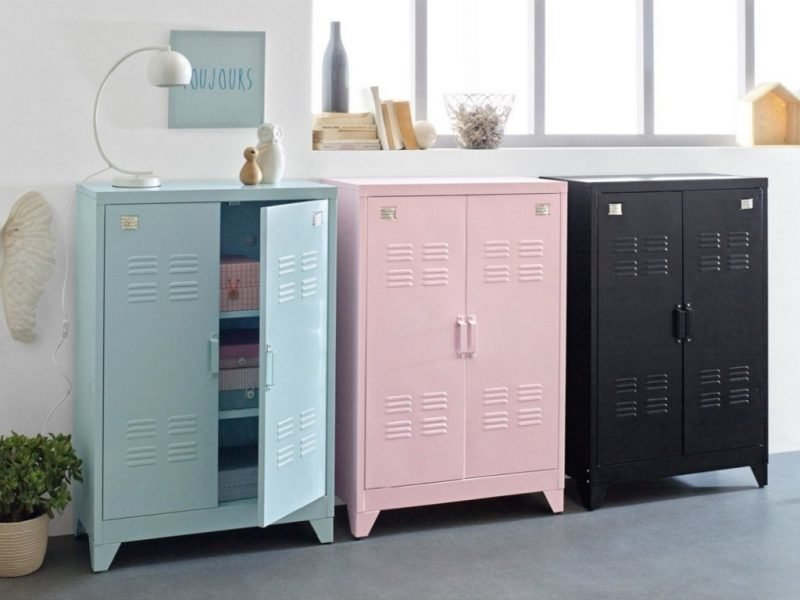 Small 2-door metal lockers