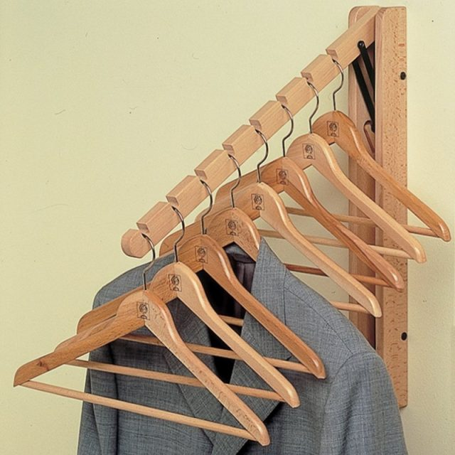 Wooden fold-away hanging rail