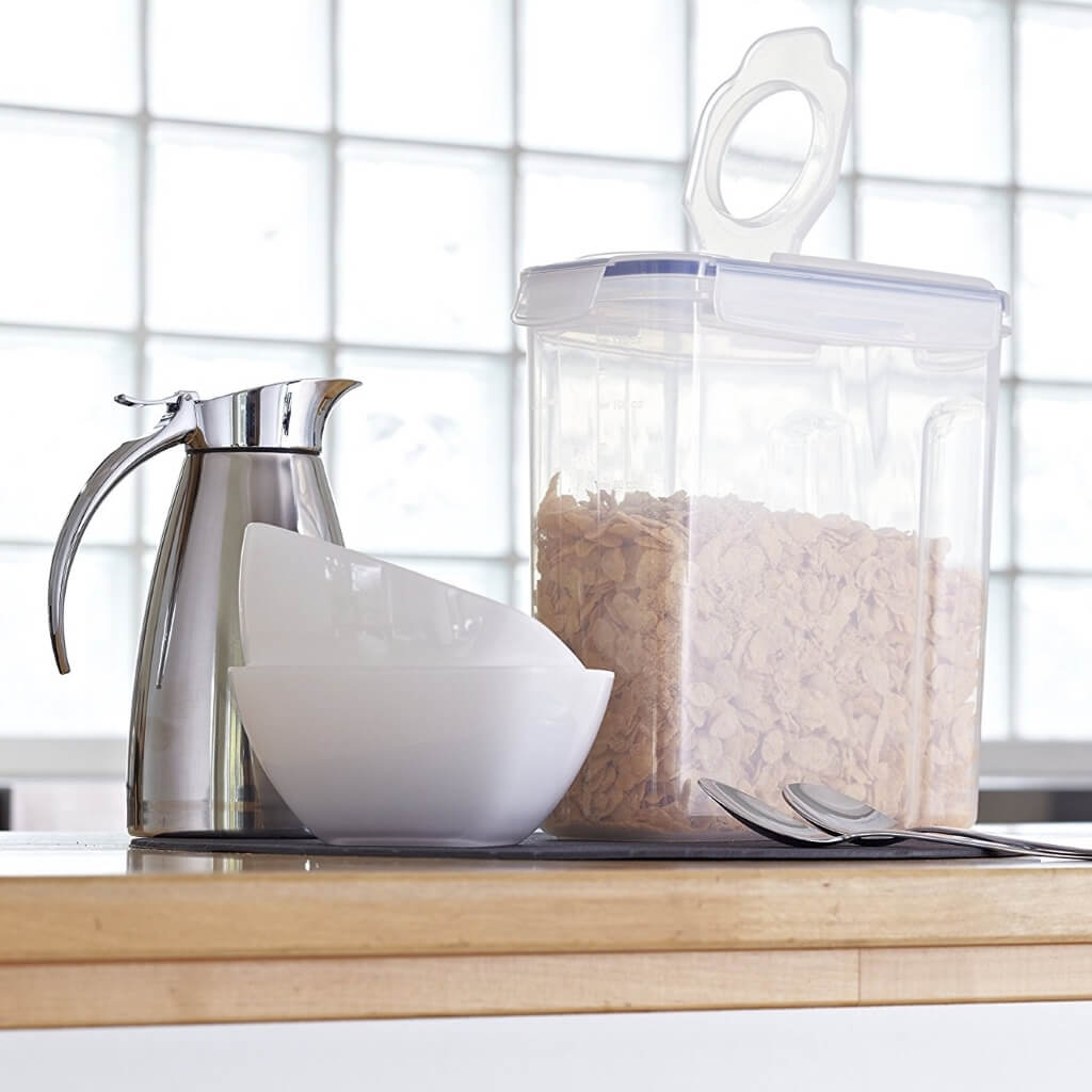 Clip-top cereal storage with easy access dispenser