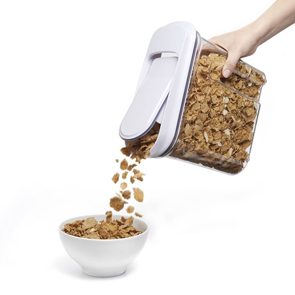 Large cereal container with easy-flow opening in the lid