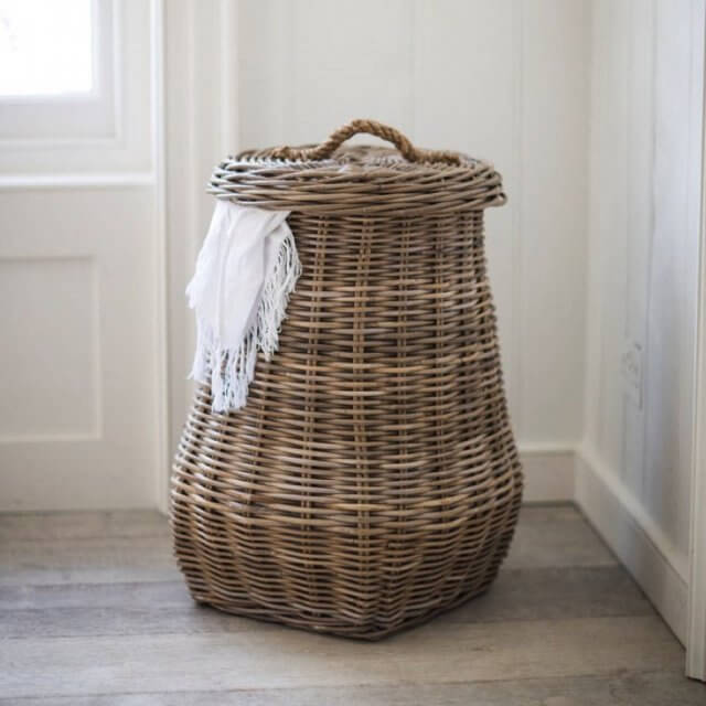 Traditional style wicker laundry basket with lid