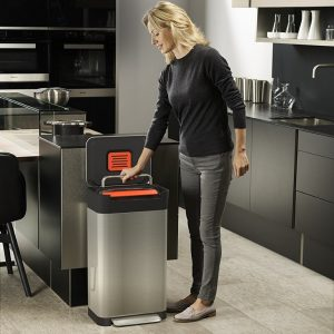 Kitchen bin with built-in compactor