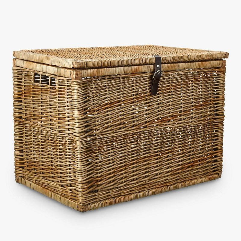Regular size wicker storage trunk