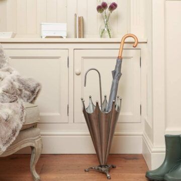 Antique-style brolly stand